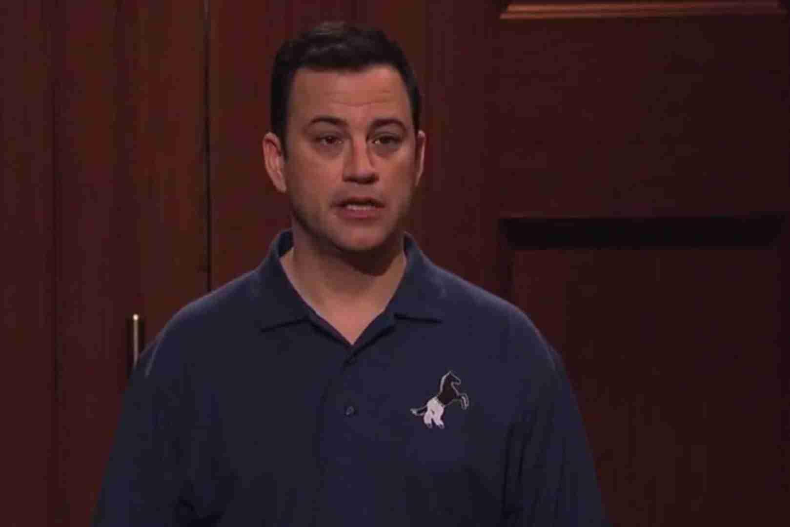 """观看吉米·金梅尔 (Jimmy Kimmel) 为 """"马裤"""" 制作热闹的鲨鱼坦克投球"""