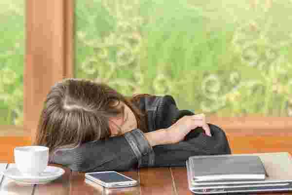 为什么我想让我的员工在工作中睡觉