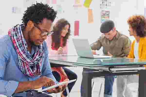 千禧一代企业家可以教给他们的商业长者经营公司的5件事