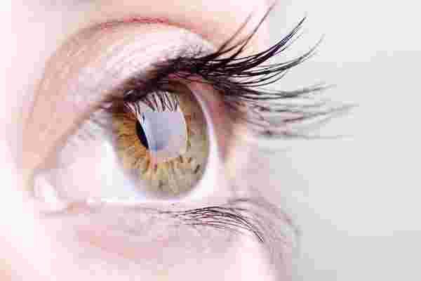 通过这4个技巧保护你的眼睛免受数字设备的伤害