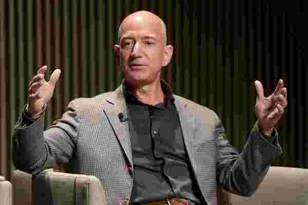 沃伦·巴菲特 (Warren Buffett),杰夫·贝佐斯 (Jeff Bezos) 和马克·库班 (Mark Cuban) 等亿万富翁过着古老的斯多葛哲学
