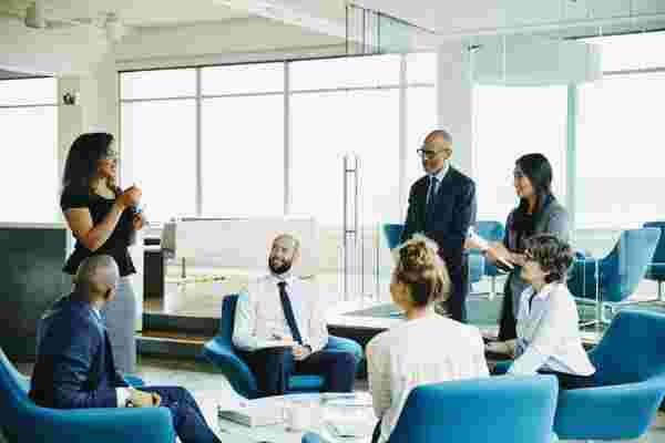 5个技巧,以减轻管理员工对每个人的压力