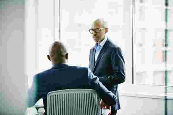 即使是最不具对抗性的经理也必须采取6项行动来追究员工的责任