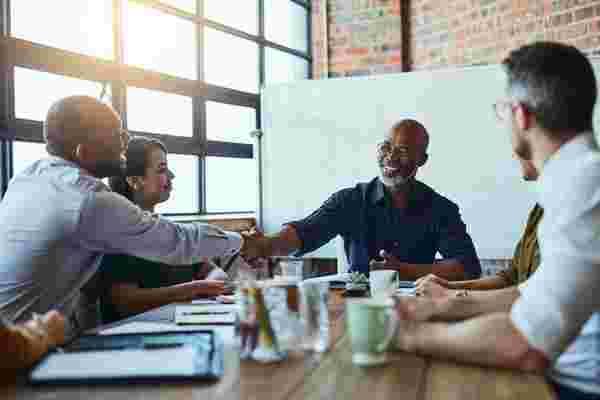 您可以采取12项行动来成为一个更好的人和更好的领导者